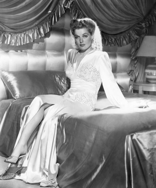 """Ann Sheridan in """"Thank Your Lucky Stars"""" (1943) with a snood"""