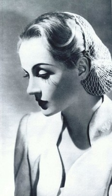 Carole Lombard sporting a snood.