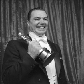 "Ernest Borgnine in 1956 with his Oscar for ""Marty"""