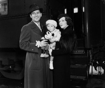 Bebe Daniels and Ben Lyon with their daughter, Barbara Bebe, in 1933