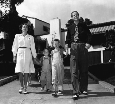 Dan Duryea with wife Helen and their two children