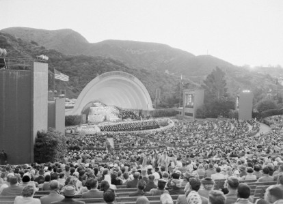 17,000 attend the service in 1956