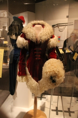 A muff and coat worn by Ona Munson as Belle Watling. This was costume designer Walter Plunket's favorite muff and coat. It took three years to restore it when it was found.