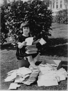 Baby Peggy (Diana Serra Cary) and her fan mail.