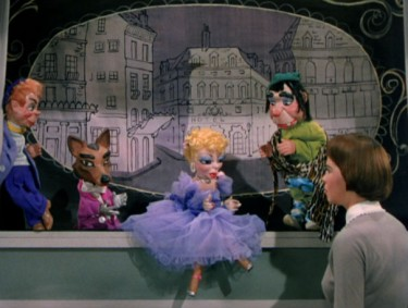 Leslie Caron as Lili talks with puppets