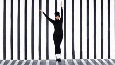 "Beyonce channels Audrey Hepburn from  ""Funny Face"" (1957) in her 2011 video ""Countdown"""
