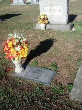 Ava Gardner's grave in Smithfield, NC (Comet Over Hollywood/Jessica P.)