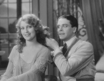 Jack Buchanan poses as a hairdresser to get closer to Jeannette MacDonald.