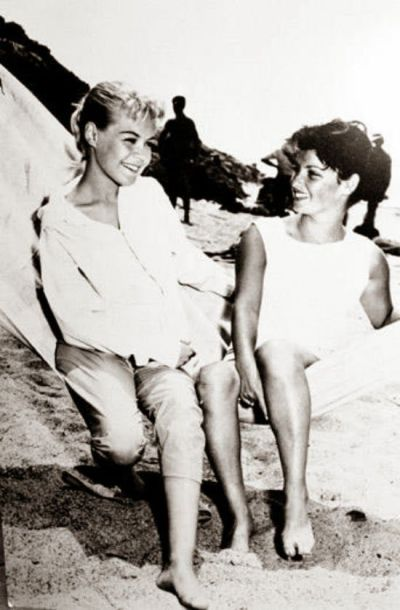 Sandra Dee as Gidget with the real Gidget, Kathy Kohner in 1959.