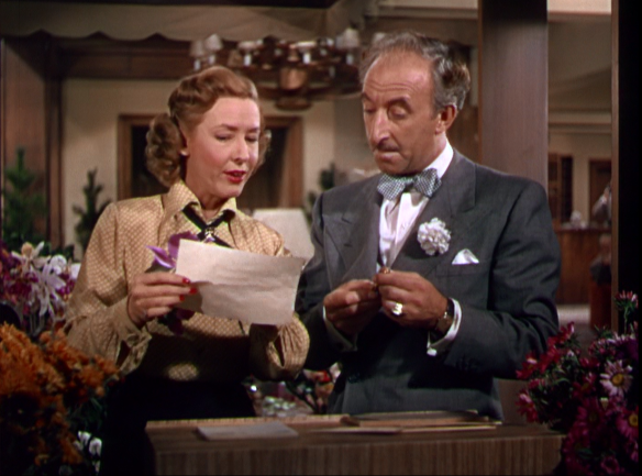 Mae Clarke in a very brief role as a flower lady.