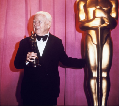 Charlie Chaplin in 1972 with his honorary Oscar. This is not the award that was stolen.