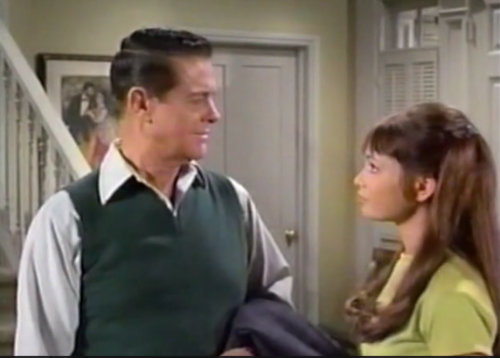 Robert Cummings plays Gidget's father (Comet Over Hollywood Screen cap)