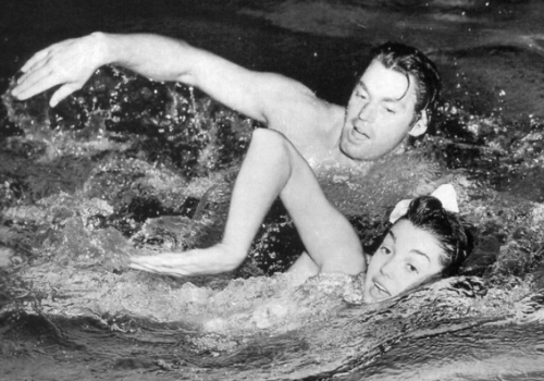 "Esther Williams swimming ""pretty and not fast"" with former Olympian Johnny Weissmuller"